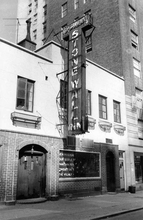 Skemmtistaður homma og lesbía Stonewall Inn 1969